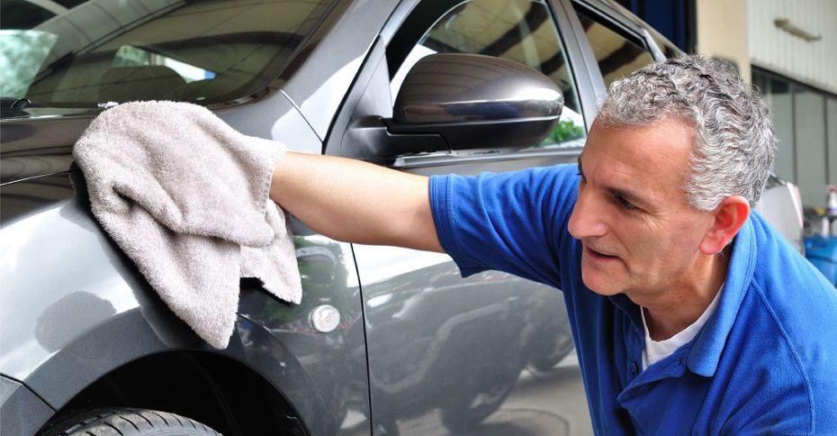 polishing car fender